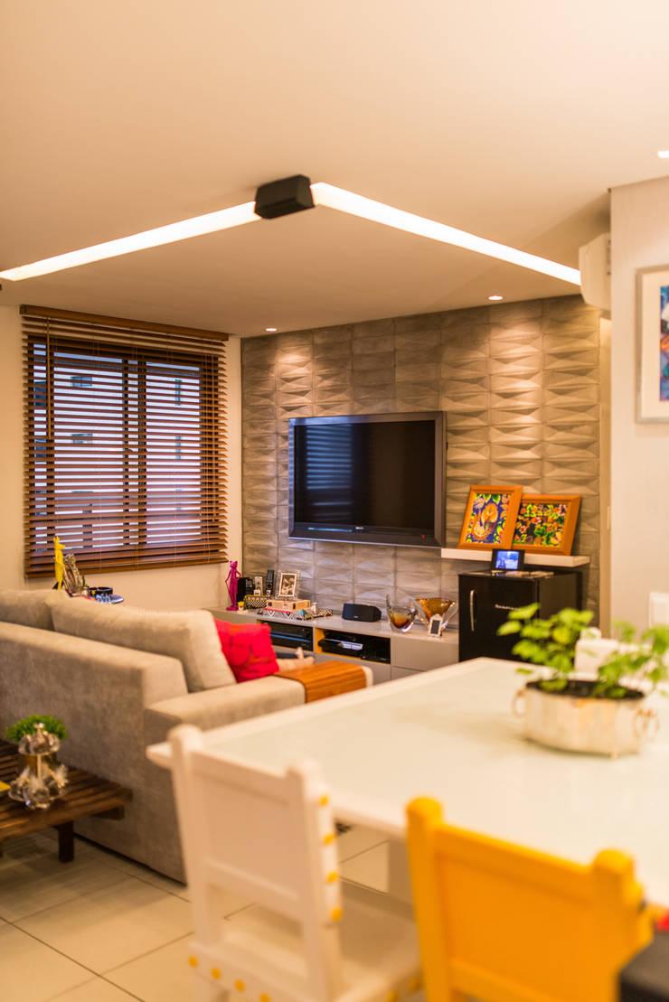 Edificio Jangada: Parede e pavimento  por Bloom Arquitetura e Design,