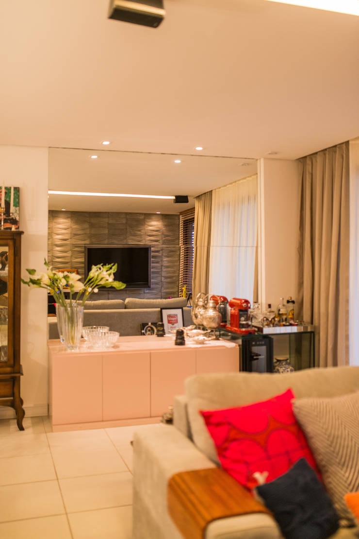 Edificio Jangada: Sala de estar  por Bloom Arquitetura e Design,
