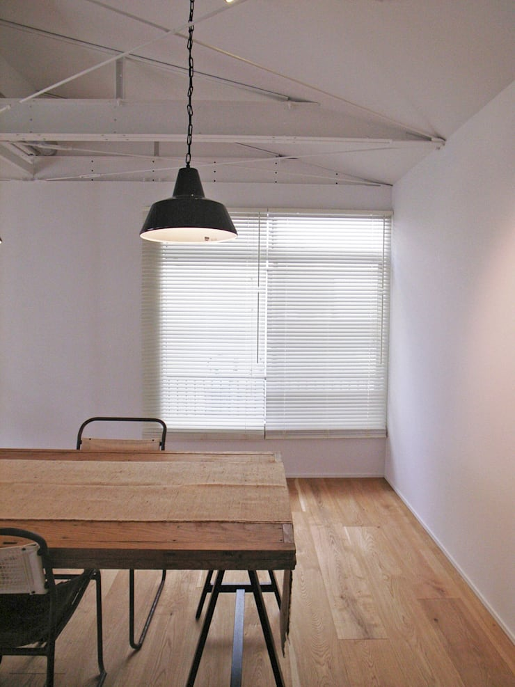 「stri-ep house 秋谷2丁目」: vibe design inc.が手掛けたダイニングです。