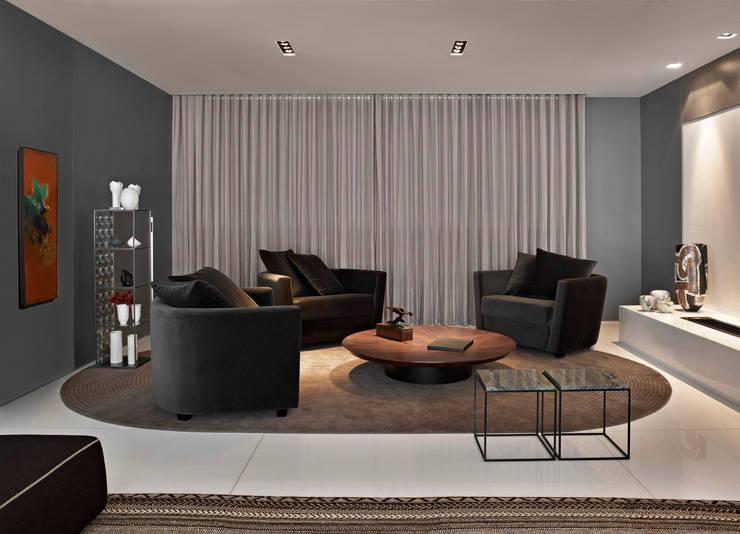 Apartamento Lolita – Belvedere: Sala de estar  por lena pinheiro - interior design