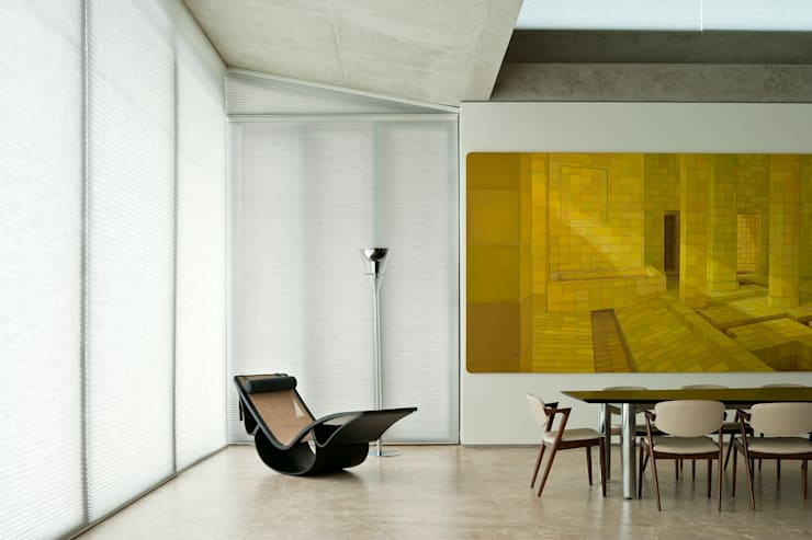 Casa Vale dos Cristais: Sala de estar  por lena pinheiro - interior design