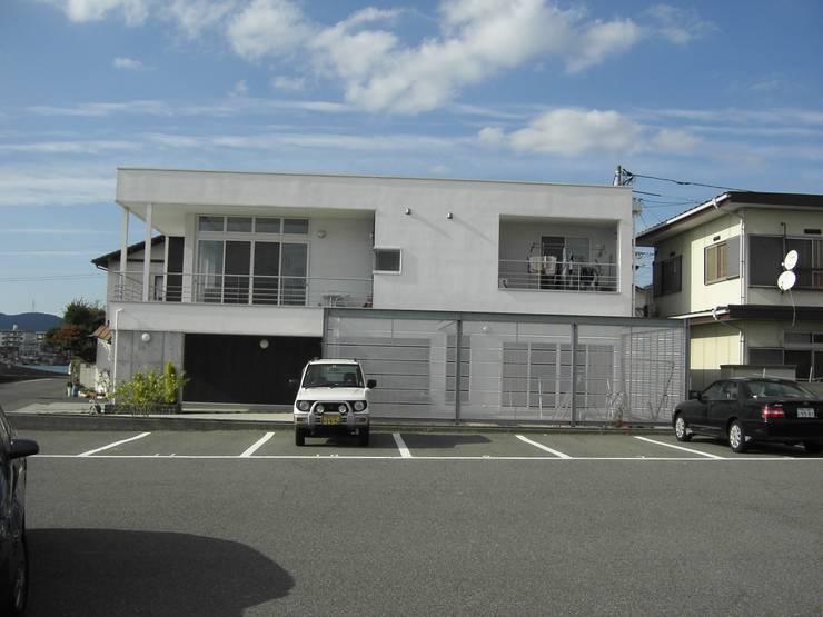 機能美: ヒロ・デザイン・ラボが手掛けた家です。
