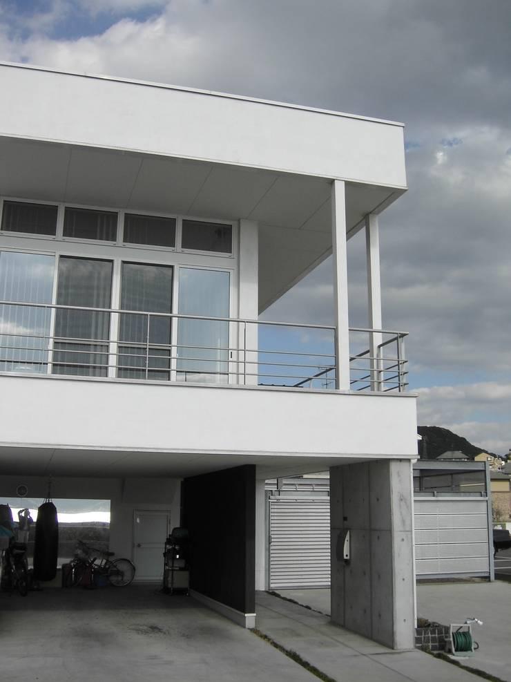 海が見えるウォーターフロントの家: ヒロ・デザイン・ラボが手掛けた家です。