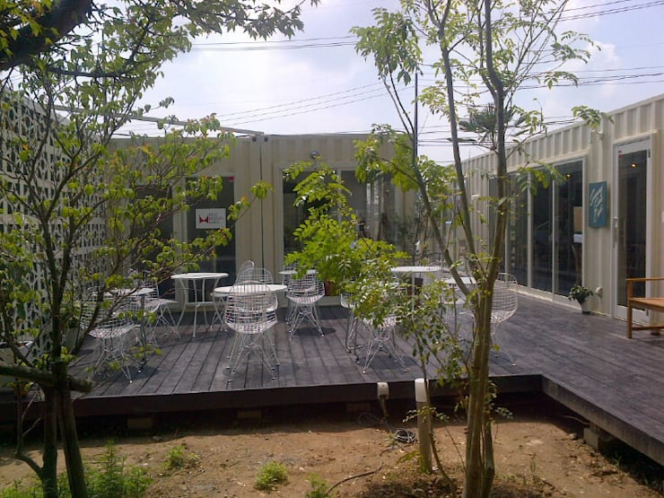 コンテナハウス: ヒロ・デザイン・ラボが手掛けた商業空間です。