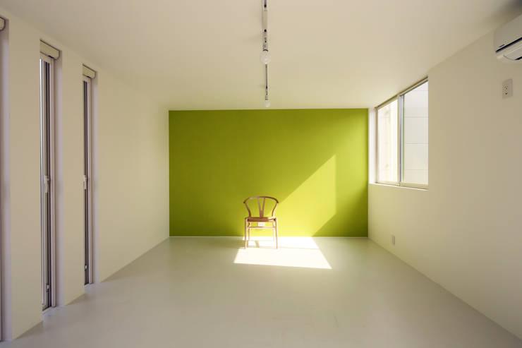 K邸ー白い箱の美容室: C-design吉内建築アトリエが手掛けた子供部屋です。,モダン