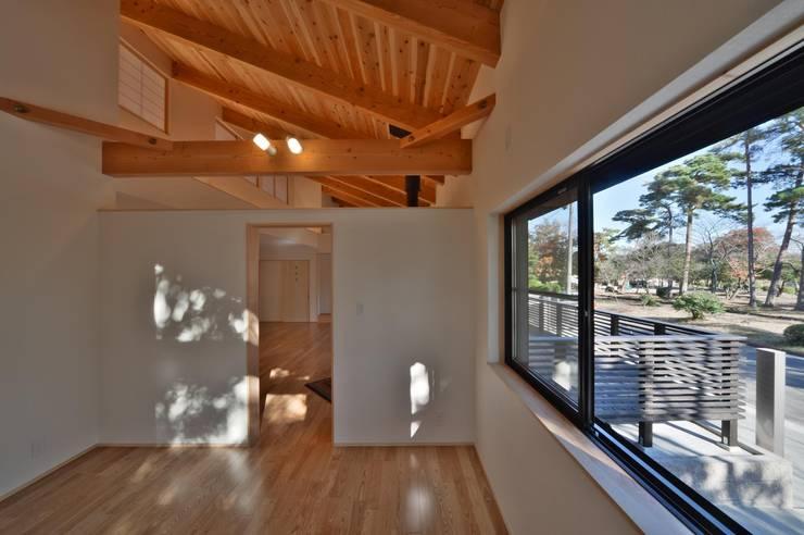 趣味室: 若山建築設計事務所が手掛けた和室です。