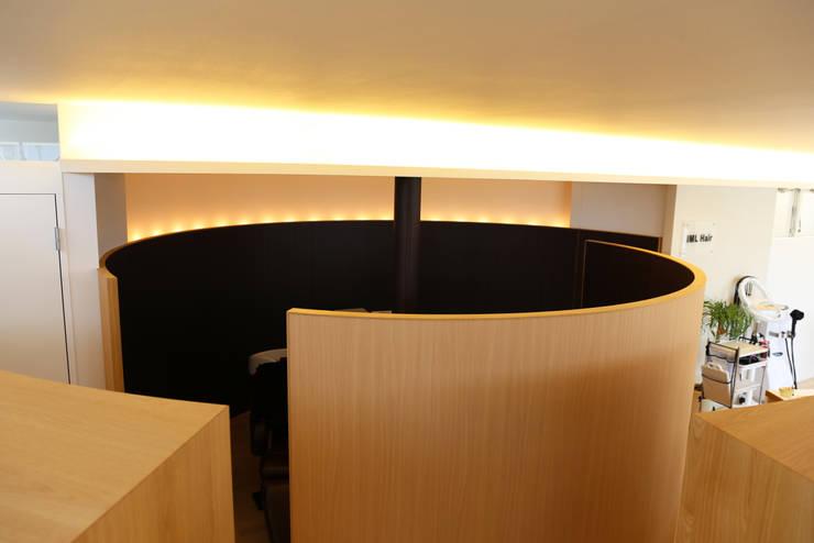 K邸ー白い箱の美容室: C-design吉内建築アトリエが手掛けた書斎です。,モダン