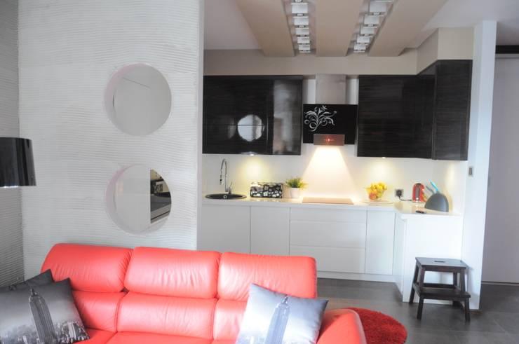 現代廚房設計點子、靈感&圖片 根據 Perfect Home 現代風
