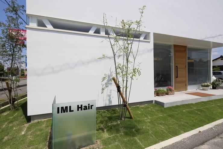 K邸ー白い箱の美容室: C-design吉内建築アトリエが手掛けた家です。
