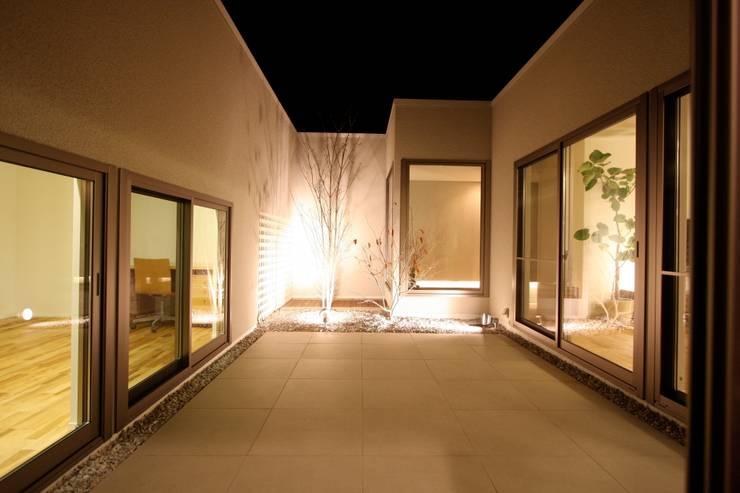 T邸ー光る箱の家: C-design吉内建築アトリエが手掛けた庭です。