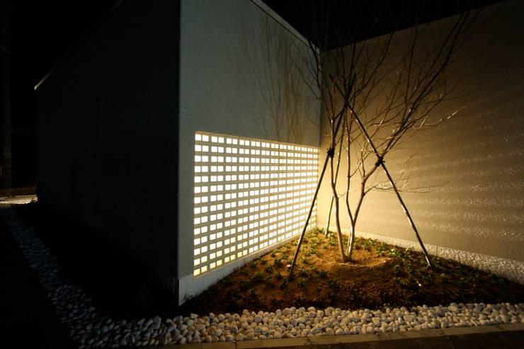 T邸ー光る箱の家: C-design吉内建築アトリエが手掛けた家です。