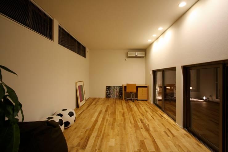 T邸ー光る箱の家: C-design吉内建築アトリエが手掛けた子供部屋です。