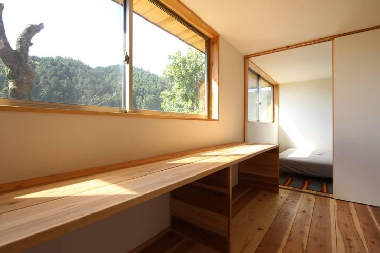 M邸ー大きな窓の家: C-design吉内建築アトリエが手掛けた子供部屋です。