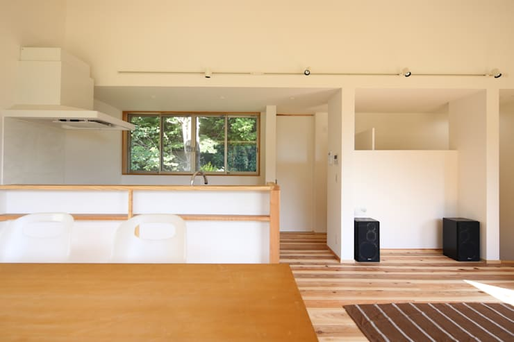 M邸ー大きな窓の家: C-design吉内建築アトリエが手掛けたキッチンです。
