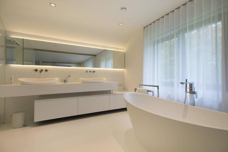 minimalistic Bathroom by Lab32 architecten