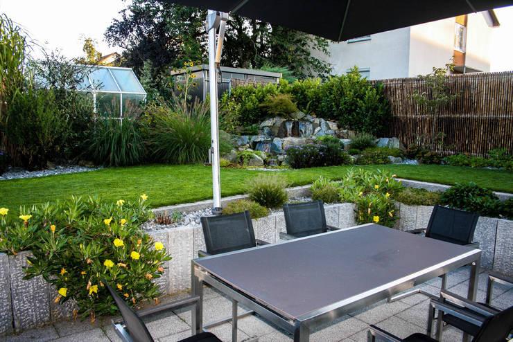 Jardines de estilo  por -GardScape- private gardens by Christoph Harreiß