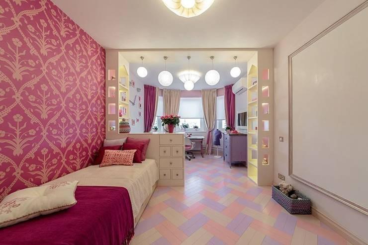 Комната с маркерной стеной для юной талантливой девушки: Детские комнаты в . Автор – IdeasMarket