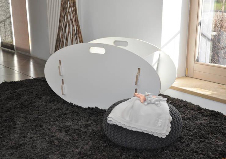 Dormitorios infantiles  de estilo  por das wunschmöbel