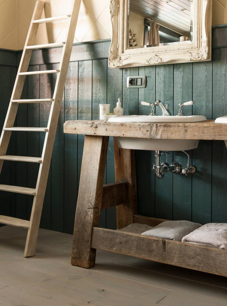 Voor elke landelijke stijl het gepaste kraanwerk:  Badkamer door Taps&Baths