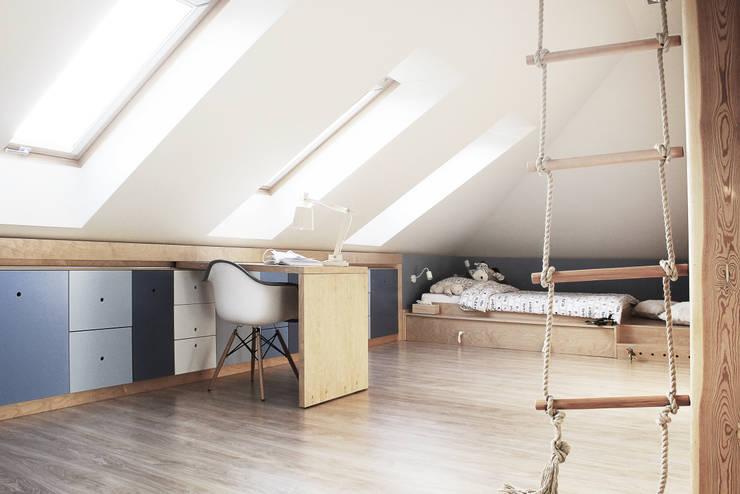 Dormitorios infantiles de estilo moderno por COI Pracownia Architektury Wnętrz