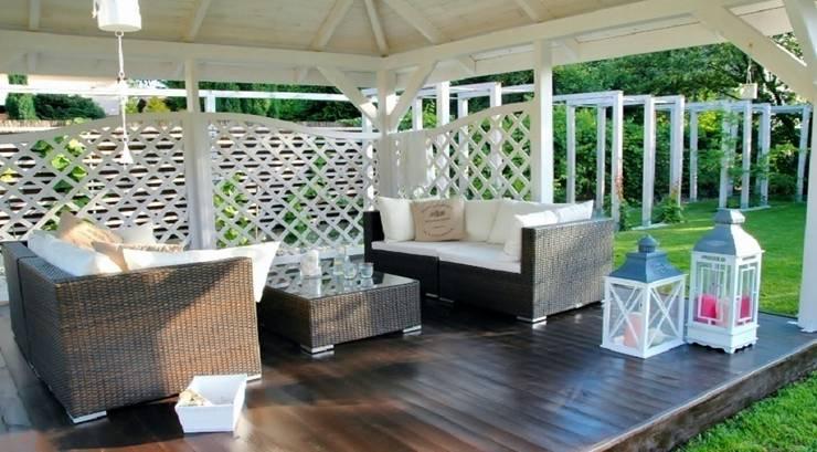 Letnie patio – Jaworze: styl , w kategorii Taras zaprojektowany przez Studio Mirago,Rustykalny