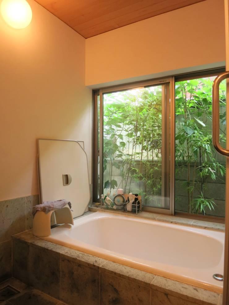 浴室: 小久保美香建築設計事務所が手掛けた浴室です。