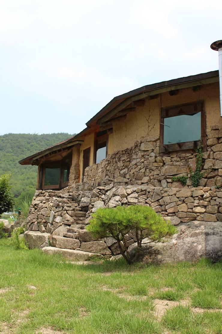 흙, 돌, 나무가 어우라진 집: 다우리공방의