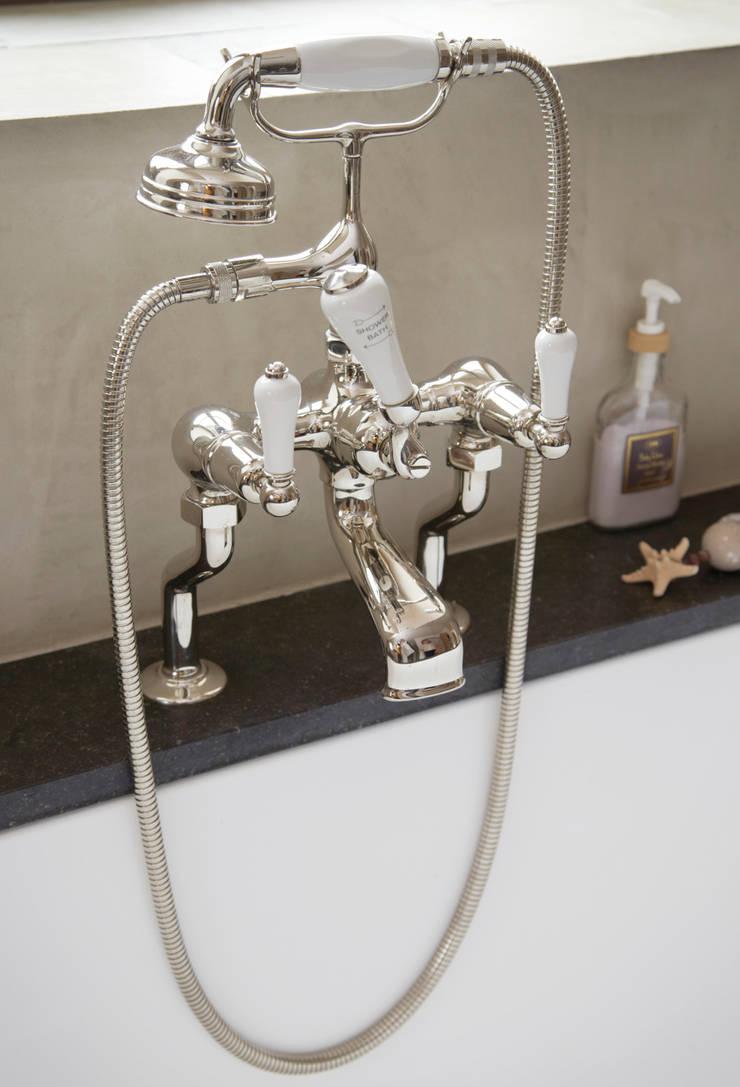 Modern landelijke badkamers:  Badkamer door Taps&Baths