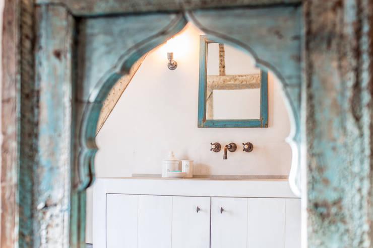 Salle de bain de style de style Méditerranéen par Kenny&Mason
