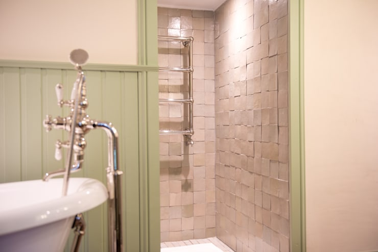 Kenny&Mason Bathrooms: klasieke Badkamer door Kenny&Mason