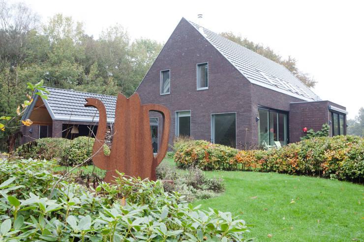 Villa Vendam:   door Studio D8