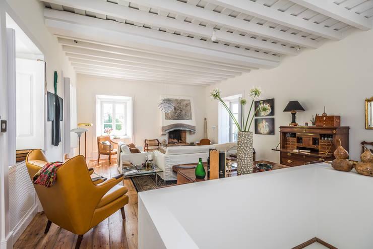 Renovação de Quinta em Sintra: Salas de estar  por shfa