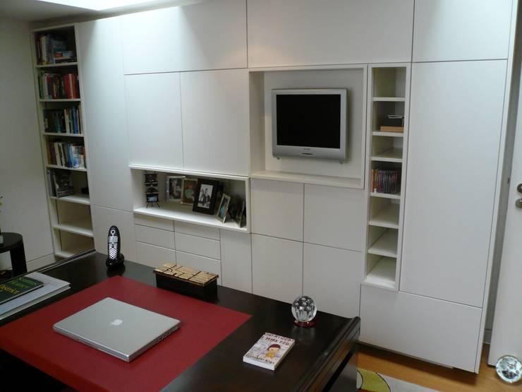 Study Oficinas de estilo moderno de Space Alchemy Ltd Moderno