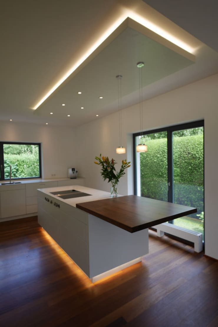 Moderne Küche mit Insel von teamlutzenberger | homify