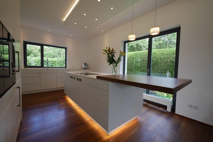 Modern Kitchen By Teamlutzenberger