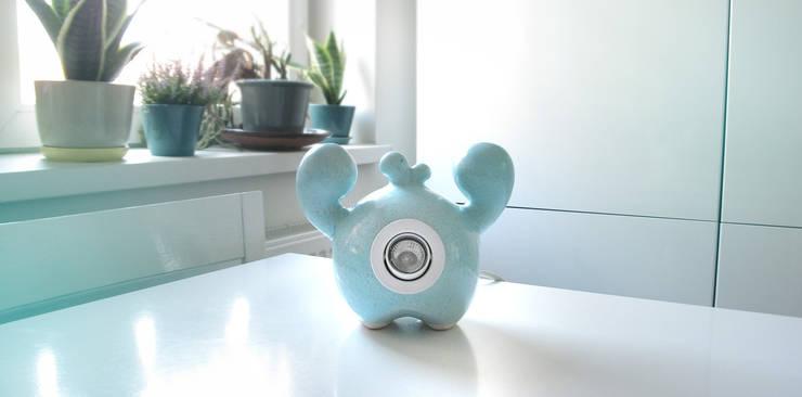 Frootie Blueberry - ceramiczna lampa halogenowa.: styl , w kategorii Salon zaprojektowany przez Diploo Studio
