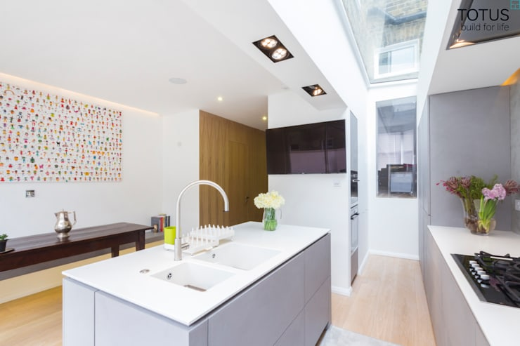 Property Renovation and Extension, Clapham SW11: modern Kitchen by TOTUS