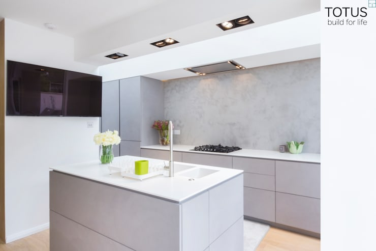 Cocinas de estilo moderno por TOTUS