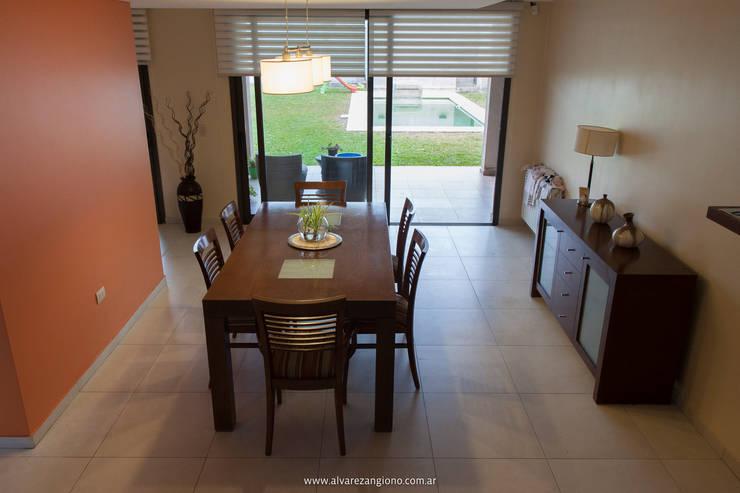Comedor continuidad con patio: Comedores de estilo  por Estudio Alvarez Angiono
