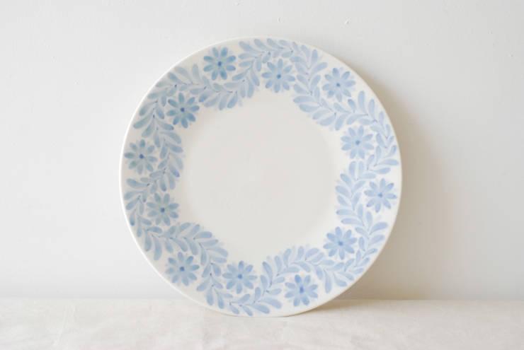 루마니 접시: Atelier mzg :: 아뜰리에 무지개의  주방