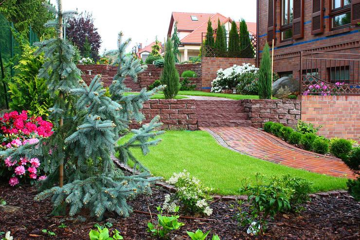 Wielopoziomowy ogród: styl , w kategorii Ogród zaprojektowany przez LandscapeDesign.pl,Klasyczny