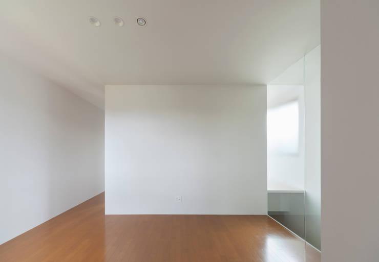 2階 セカンドリビング: 松本勇介建築設計事務所 / Office of Yuusuke MATSUMOTOが手掛けたです。,