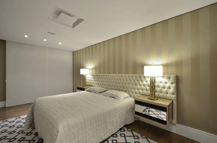 Recámaras de estilo  por Johnny Thomsen Design de Interiores