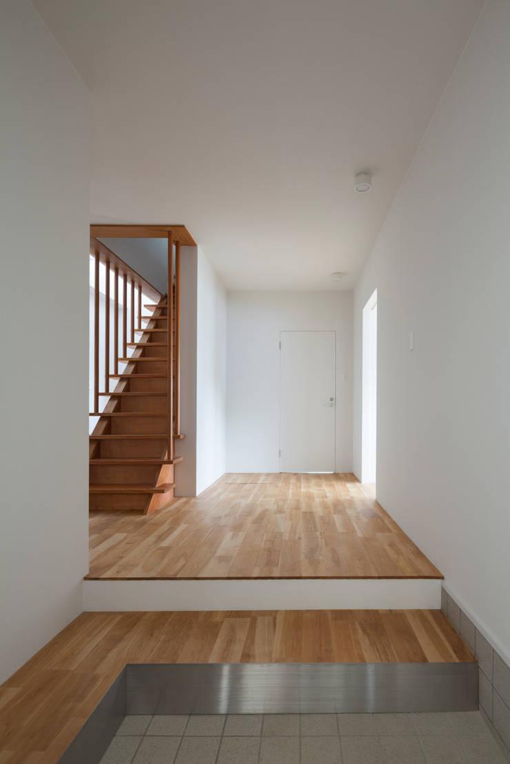 1階 エントランスホール: 松本勇介建築設計事務所 / Office of Yuusuke MATSUMOTOが手掛けたです。,