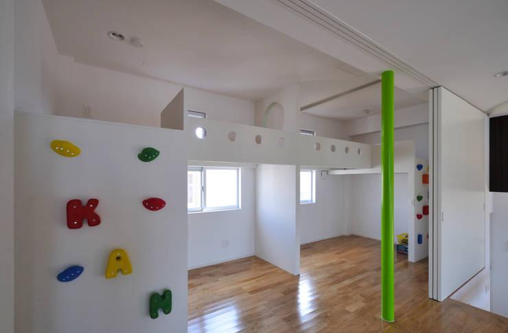 図書館階段のある家: アアキ前田 株式会社が手掛けた子供部屋です。