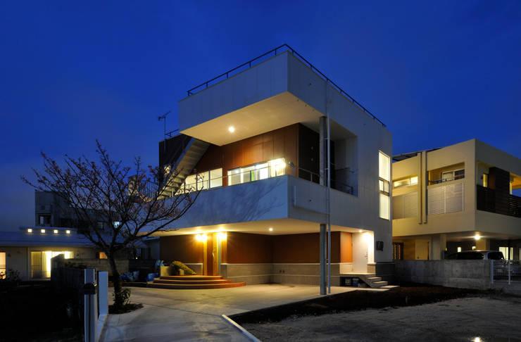 図書館階段のある家: アアキ前田 株式会社が手掛けた家です。