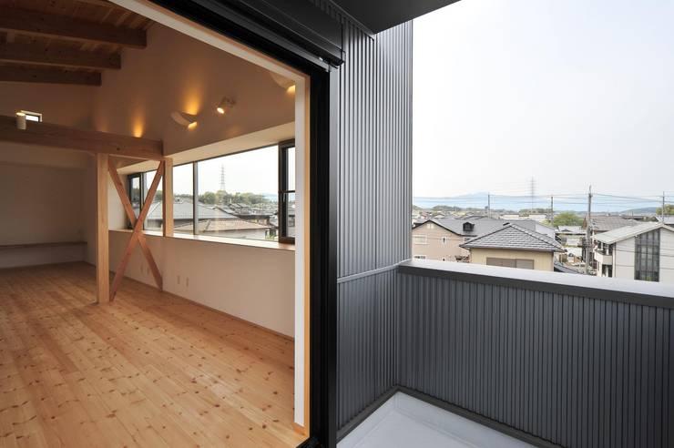 ベランダ: 若山建築設計事務所が手掛けたベランダです。
