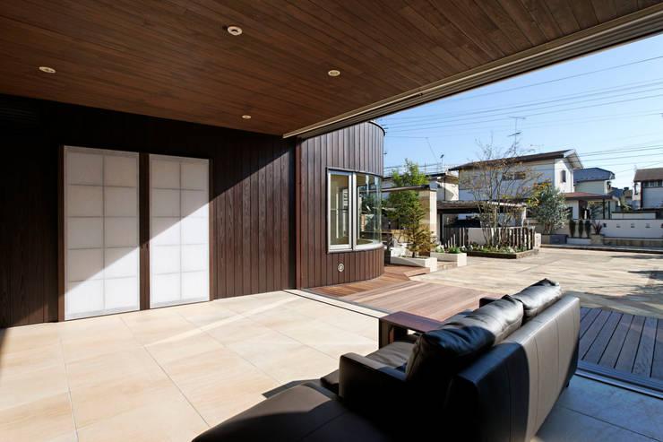 リビング: 清正崇建築設計スタジオが手掛けたリビングです。