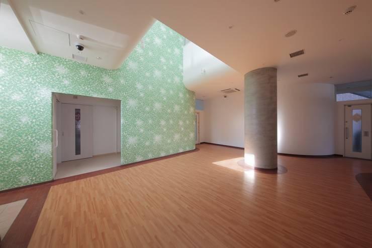 1階ホール: 清正崇建築設計スタジオが手掛けた医療機関です。