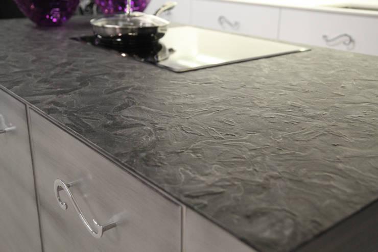 Wyspa kuchenna z granitu Matrix : styl , w kategorii Kuchnia zaprojektowany przez GRANMAR Borowa Góra - granit, marmur, konglomerat kwarcowy,Klasyczny